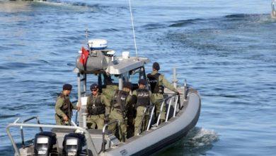 Photo of وحدات جيش البحرتنقذ 24 مهاجرا غير نظامي