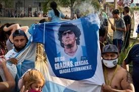 Photo of تقرير طبي: مارادونا ظلّ يحتضر 12 ساعة قبل وفاته